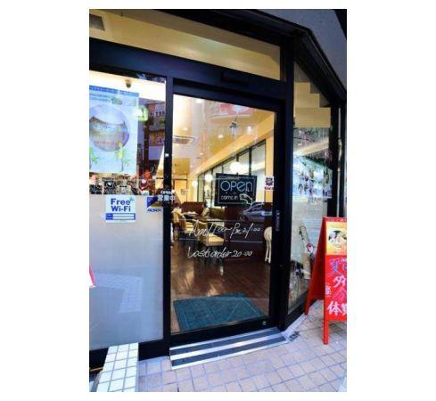通行量の多い大通り沿い☆1階ガラス張り路面店・カフェ居抜き店舗!イメージ画像1
