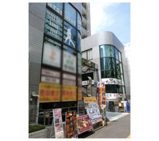 大型スーパー向かい・住宅に囲まれた複合ビル2階居酒屋居抜き!大通りに面すため視認性も◎イメージ