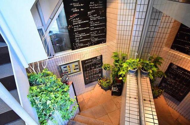 桜田通りと山手通りの交差点に位置する角地・専用階段有り・地下1階レストラン居抜き物件☆イメージ