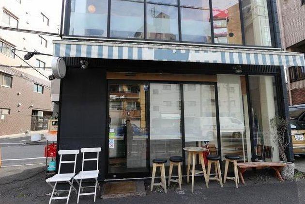 山手通り沿い角地1棟貸し店舗☆ガラス張りで開放感のある店内・おしゃれな内装がカフェやダイニングに最適です!イメージ画像1
