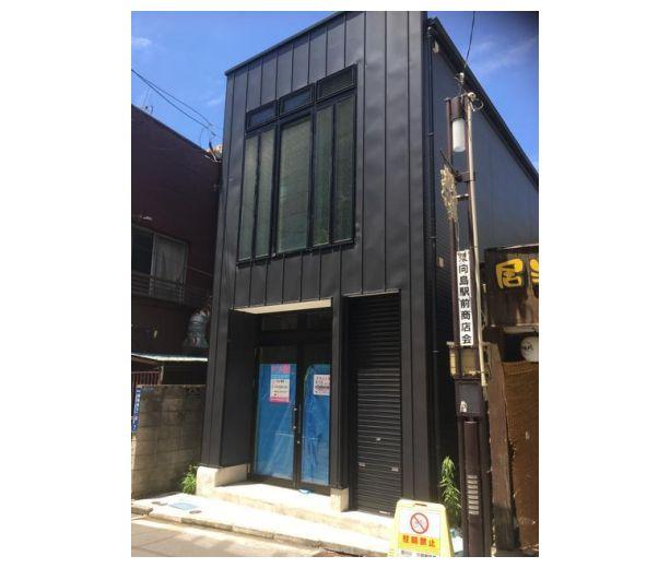 駅から徒歩1分・1階路面店舗!ほぼ新築のためとても綺麗な建物です!イメージ画像1