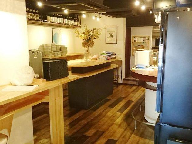 桜田通りに面する1階路面店舗☆立ち飲み居酒屋居抜き!木を基調にした店内、カフェなどにもおすすめです◎イメージ画像1