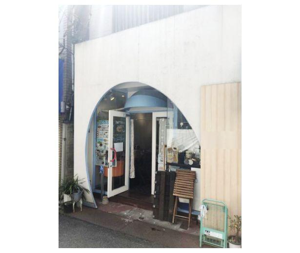 地元民集う商店街沿い・1階飲食店居抜き☆お洒落なアーチ型の入口が目を引きます!ナチュラルな雰囲気の店内も◎イメージ画像1